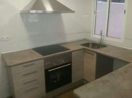 Продава се току що ремонтиран апартамент, 70 кв. метра, до ав. PESET ALEIXANDRE - 78 000 €